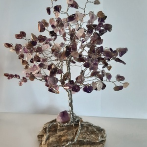 Ametiszt ásványfa, Otthon & Lakás, Dekoráció, Dísztárgy, Gyöngyfűzés, gyöngyhímzés, Ametiszt fa. 213 db. Törmelékköves Ametiszt kő alkotja a lombrészt, ami egyenként különböző méretű é..., Meska