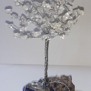 Hegyikristály ásványfa, Otthon & Lakás, Dekoráció, Dísztárgy, Gyöngyfűzés, gyöngyhímzés, Egy pici Hegyikristályfa 100 db. kőből. 16 cm. magas és 11 cm. széles. A talpazata is ásványboltból ..., Meska
