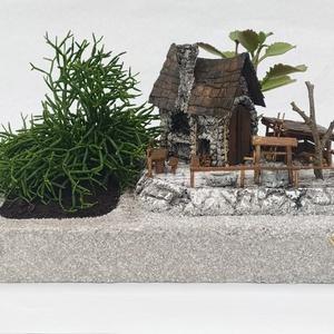 Kertes házacska udvarral ., Otthon & Lakás, Dekoráció, Dísztárgy, Szobrászat, Festett tárgyak, \n\nA telek mérete : 30 x 20 cm . az udvar mérete : 17 x 10 cm .\nAz ültető edény , az udvar , a házacs..., Meska