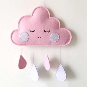Mosolygós babaszoba dekoráció, Játék & Gyerek, Babalátogató ajándékcsomag, Varrás, Filcből készült mosolygós felhő babaszoba dekoráció, esőcsepekkel.\nKérhető más színben is, a színeke..., Meska