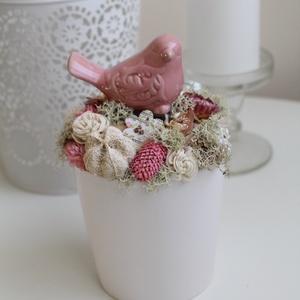 Rózsaszín, madárkás asztaldísz, tavaszi dekoráció, kerámia kaspóban. (Weddingland) - Meska.hu