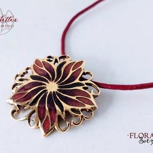 Flora - Borzaskata tűzzománc medál, Ékszer, Medál, Nyaklánc, Ékszerkészítés, Tűzzománc, Gyönyörű, nőies virágot mintázó, áttört forrasztott alapra készült tűzzománc medál, ragyogó lila-róz..., Meska
