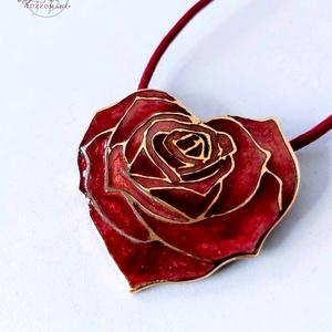 My Valentine - Rózsaszív tűzzománc medál, Ékszer, Nyaklánc, Medál, Ékszerkészítés, Tűzzománc, Finom, nőies szívbe zárt rózsa medál, süllyesztett zománc technikával készült el, vörös színben.\nA b..., Meska