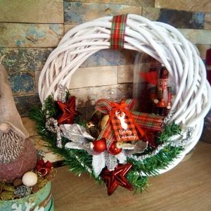 Karácsonyi ajtó kopogtató, Karácsony & Mikulás, Adventi koszorú, Virágkötés, Klasszikus karácsonyi ajtó kopogtató.\nMérete 30cm, bármely bejáraton jól mutat :) Nézz szét nálam és..., Meska