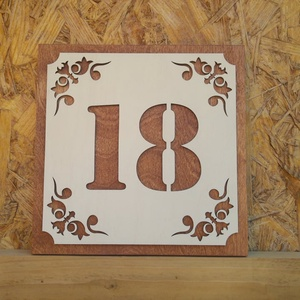 Házszám tábla - Dekor 1, Otthon & lakás, Dekoráció, Lakberendezés, Utcatábla, névtábla, Festett tárgyak, Egyedi, saját tervezésű házszám tábla.\nAz alap 12 mm-es rétegelt lemez. Színe: rusztikus dió.\nA fedl..., Meska