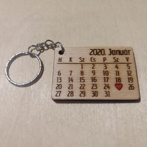 Kulcstartó - Évforduló - Valentin nap, Táska & Tok, Kulcstartó & Táskadísz, Kulcstartó, Gravírozás, pirográfia, Évfordulós kulcstartó, így biztosan nem felejtődnek el a fontos napok. ;)\nMegrendelés után a dátumok..., Meska