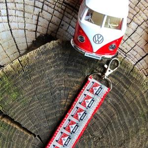 Volkswagen T1 buszos-Kulcstartó, Egyéb, Táska, Divat & Szépség, Kulcstartó, táskadísz, Varrás, AKCIÓ: \n\n15.000 Ft feletti vásárlás esetén, a postaköltséget én állom amennyiben FOX Post automatába..., Meska