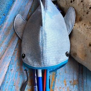 Rendelhető!! Szürke pikkelyes cápa tolltartó neszesszer  - Meska.hu