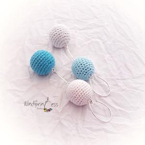 Horgolt fülbevaló kék-fehér , aszimmetrikus (windprincess) - Meska.hu
