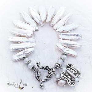 Fehér biwa gyöngyös karkötő , pillangós (windprincess) - Meska.hu