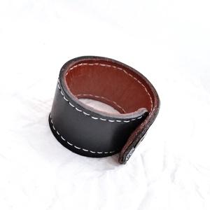 Bőr karkötő, jeans gombbal (windprincess) - Meska.hu