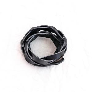 Fonott bőr karkötő, fekete (windprincess) - Meska.hu