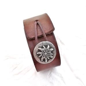 Bőr karkötő, antik gyopáros  gombbal (windprincess) - Meska.hu