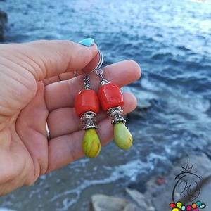 Fülbevaló óriás korall, citrom jade, Lógós fülbevaló, Fülbevaló, Ékszer, Ékszerkészítés, Gyönyörű, szabálytalan lazac színű  koralból készült fülbevaló citrom jade cseppel.\nCsodás, feltűnő ..., Meska