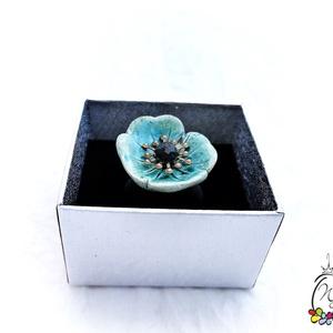 Statement gyűrük , kerámia virág cseh gyöngyökkel, Statement gyűrű, Gyűrű, Ékszer, Ékszerkészítés, Mutatós, óriás gyűrű  színes kerámia virággal,gyöngyökkel, kaucsuk sínnel.\nMérete igény szerint( eze..., Meska