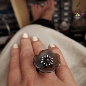 Statement gyűrük , kerámia virág cseh gyöngyökkel, Ékszer, Gyűrű, Statement gyűrű, Ékszerkészítés, Mutatós, óriás gyűrű  színes kerámia virággal,gyöngyökkel, kaucsuk sínnel.\nMérete igény szerint( eze..., Meska
