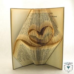 Szalagos szív mintájú hajtogatott könyv origami - Szerelem - Házasság - Esküvő - Könyvszobrászat - E199, Otthon & lakás, Esküvő, Dekoráció, Dísz, Lakberendezés, Hajtogatott könyv vagy más néven könyv origami.   ****ALAP INFORMÁCIÓK**** A hajtogatott könyv ideál..., Meska