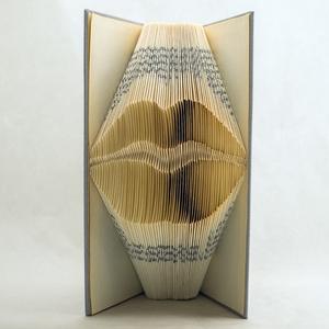 Száj alakú hajtogatott könyv origami - Csók - Szerelem - Lakodalomra - Nászajándék - feleség - férj - E180, Dekoráció, Otthon & lakás, Dísz, Lakberendezés, Papírművészet, Hajtogatott könyv vagy más néven könyv origami. \n\n****ALAP INFORMÁCIÓK****\nA hajtogatott könyv ideál..., Meska