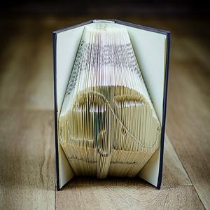 Bogárhátú formájú könyvszobor - jármű - autó - veterán - ajándék - E226, Otthon & lakás, Dekoráció, Képzőművészet, Lakberendezés, Hajtogatott könyv vagy más néven könyv origami.   ****ALAP INFORMÁCIÓK**** A hajtogatott könyv ideál..., Meska