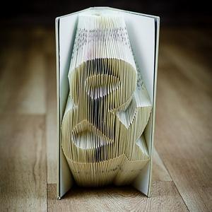 Egyedi szimbólumot formázó könyvszobor - E219, Otthon & lakás, Karácsony, Dekoráció, Képzőművészet, Lakberendezés, Ünnepi dekoráció, Hajtogatott könyv vagy más néven könyv origami.   ****ALAP INFORMÁCIÓK**** A hajtogatott könyv ideál..., Meska