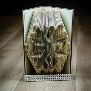 Hópehely formájú könyvszobor - Újrahasznosított-hópihe - tél - karácsony - E236, Dekoráció, Otthon & lakás, Képzőművészet, Lakberendezés, Karácsony, Ünnepi dekoráció, Papírművészet, Hajtogatott könyv vagy más néven könyv origami. \n\n****ALAP INFORMÁCIÓK****\nA hajtogatott könyv ideál..., Meska