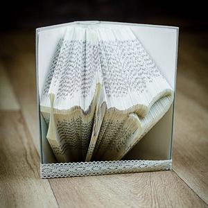 Egyedi szimbólumot formázó könyvszobor - Hit - Remény - Szeretet - E247, Otthon & lakás, Karácsony, Dekoráció, Képzőművészet, Lakberendezés, Ünnepi dekoráció, Hajtogatott könyv vagy más néven könyv origami.   ****ALAP INFORMÁCIÓK**** A hajtogatott könyv ideál..., Meska