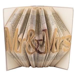 Mr and Mrs feliratos hajtogatott könyvszobor - Szerelmes pároknak - Esküvőre - Eljegyzésre - Karácsonyra E127, Otthon & lakás, Dekoráció, Dísz, Lakberendezés, Utcatábla, névtábla, Hajtogatott könyvszobor vagy más néven könyv origami.  Egyedi elképzelés alapján bármilyen szöveg el..., Meska