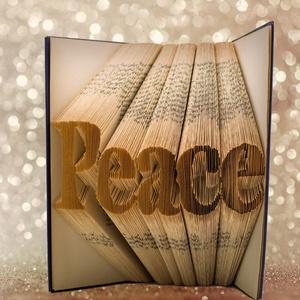 Peace feliratos hajtogatott könyv origami - Peace - Béke - Valentin nap , Könyvszobor, Dekoráció, Otthon & Lakás, Papírművészet, Hajtogatott könyv vagy más néven könyv origami. \nEgyedi elképzelés alapján bármilyen szöveg elkészít..., Meska