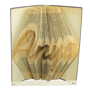"""""""Anya"""" feliratos szülőköszöntő ajándék, Hajtogatott könyvszobor, Anyák napjára, Örömanyának, Karácsonyra, E514, Otthon & lakás, Lakberendezés, Falikép, Dekoráció, Dísz, Anyák napja, Ünnepi dekoráció, ****ALAP INFORMÁCIÓK**** A hajtogatott könyv ideális ajándéknak bizonyul életünk minden nagyobb esem..., Meska"""