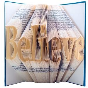 Egyedi 7 betűs feliratos hajtogatott könyv - egyedi hét betűs szöveg - origami - Believe - Hinni - szobor - E84, Otthon & lakás, Dekoráció, Dísz, Lakberendezés, Hajtogatott könyv vagy más néven könyv origami.  Egyedi elképzelés alapján bármilyen szöveg elkészít..., Meska