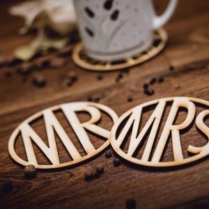 MRS és MR mintájú páros lézervágott fa poháralátét - pároknak - kávénak - nászajándék - esküvőre- A003, Dekoráció, Otthon & lakás, Konyhafelszerelés, Edényalátét, Gravírozás, pirográfia, A szett 1 db MRS és 1 db MR mintájú poháralátétet tartalmaz.\nA feltüntetett ár a szettre értendő.\n\n*..., Meska
