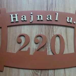 Egyedi kialakítású házszám tábla - személyre szabott - különleges - Modern - Utcanévtábla - Házszámtábla - Utcanév tábla, Otthon & Lakás, Házszám, Ház & Kert, ****ÉRZÉSEK****  ****ÁLTALÁNOS INFORMÁCIÓK****  Méret - 300 mm x 200 mm  Szín - természetes fa mintá..., Meska