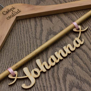 Vintage design esküvői vállfa, feliratos vállfa, gravírozott vállfa, névreszóló ajándék, koszorúslány ajándék (wolflaserart) - Meska.hu