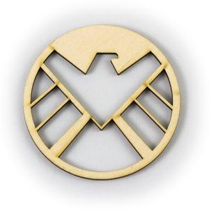 Shield mintájú lézervágott fa poháralátét - S.H.I.E.L.D. ügynökei - Marvel - Film - fából - , Férfiaknak, Konyhafőnök kellékei, Legénylakás, Konyhafelszerelés, Otthon & lakás, Gravírozás, pirográfia, ****ÉRZÉSEK****\n\nEl tudsz képzelni egy olyan csodás estét amikor a pároddal beszélgettek, nevettek é..., Meska