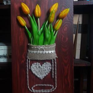 Sárga tulipános, Csokor & Virágdísz, Dekoráció, Otthon & Lakás, Famegmunkálás, Tulipán befőttesüvegben\nSzegelt, fonalazott kép\nA fa mérete: 40*25 cm\nSzíne: sötét barna\nHátulján ak..., Meska