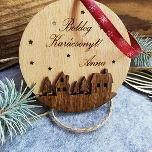 Névre szóló karácsonyfadísz, Karácsonyfadísz, Karácsony & Mikulás, Otthon & Lakás, Festett tárgyak, Famegmunkálás, Fából készült, saját szöveggel kérhető karácsonyfadísz.\n\nAjánkékkísérőnek, dísznek egyaránt jó.\nKérh..., Meska