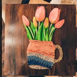 Tulipán csokor bögrébebn - szegelt fonalkép élethű művirág tulipánnal, Otthon & lakás, Dekoráció, Csokor, Dísz, Famegmunkálás, Tulipán befőttesüvegben/bögrébebn\nSzegelt, fonalazott kép\nA fa mérete: 30x30 cm\nSzíne: sötét barna, ..., Meska