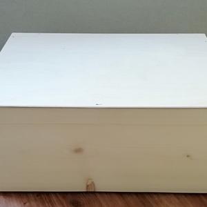 Fadoboz, láda 30x20x15 cm, Fa, Doboz, Famegmunkálás, Egyéb fa, Asztalos által készített, natúr, kezeletlen fadoboz 30x20x15 cm méretben.\nOldalán kivágott fülekkel,..., Meska