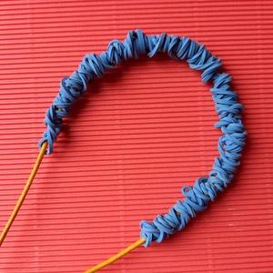 Kék gumikból készült nyaklánc , Ékszer, Nyaklánc, Statement nyaklánc, Ékszerkészítés,  Az újrafelhasználás jegyében\n50cm-es sárga zsinóron arany delfinkapcsos véggel záródó nyaklánc kék ..., Meska