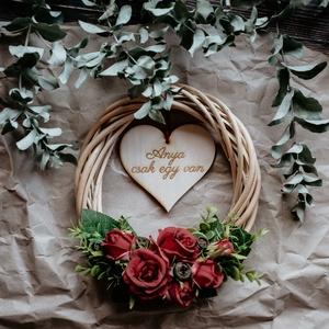 Anyák napi koszorú, Otthon & Lakás, Dekoráció, Koszorú, Famegmunkálás, Virágkötés, Ha valami személyesebbet és maradandóbbat keresel anyák napjára, mint egy csokor virág, lepd meg egy..., Meska