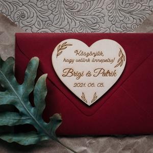 Szív alakú esküvői köszönetajándék, hűtőmágnes, Esküvő, Emlék & Ajándék, Köszönőajándék, Famegmunkálás, Gravírozás, pirográfia, Egyedi, rétegelt lemezből készült szív alakú hűtőmágnes, mellyel köszönetet mondhatsz szeretteidnek,..., Meska