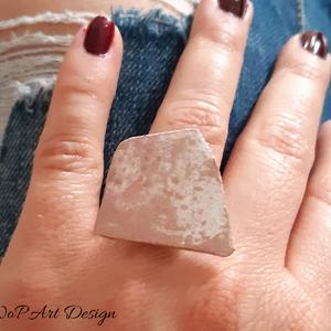 Gyűrű (egyedi darab), Ékszer, Gyűrű, Papírművészet, Design gyűrű fehér, rózsaszín és rosegold színekkel. A mérete állítható. Készítése során olyan védőr..., Meska