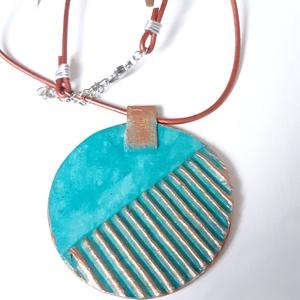 Nyaklánc türkiz-bronz színben, Ékszer, Nyaklánc, Papírművészet, Vidám, nyári színekben pompázó nyaklánc, mely a környezettudatosság jegyében készült. Könnyű, kényel..., Meska