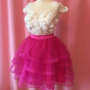 Arianna ruha, Táska, Divat & Szépség, Ruha, divat, Női ruha, Szoknya, Póló, felsőrész, Varrás, A ruha kétrészes. Felsőrészét 3d csipkéből készítettem. Szoknyáját pink csillámos tüllből készítette..., Meska