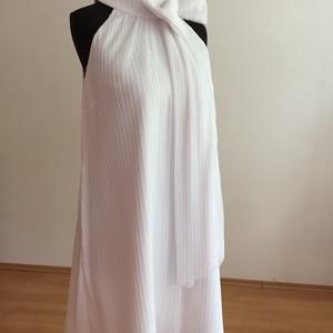 Gyöngy ruha, Táska, Divat & Szépség, Ruha, divat, Esküvői ruha, Kismamaruha, Varrás, A Gyöngy ruhát fehér plisszérozott anyagból készítettem.\nA masni levehető.\nAjánlom menyasszonyi ruhá..., Meska