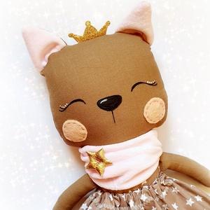 Cica hercegnő baba, Gyerek & játék, Játék, Baba, babaház, Baba-és bábkészítés, Varrás, 36 cm magas macska hercegnő textil baba. \nMinden ruhadarabja levehető. \n\nArca kézzel festett vízálló..., Meska