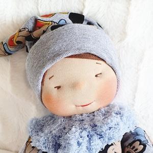 Waldorf alvó baba , Játék & Gyerek, Baba & babaház, Baba, Baba-és bábkészítés, Varrás, Bájos waldorf jellegű baba. Teste puha gyapjúval töltött, arca kézzel hímzett. A kicsiknek is adható..., Meska