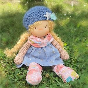 Liza, horgolt testű waldorf baba , Játék & Gyerek, Baba & babaház, Baba, Baba-és bábkészítés, Horgolás, Liza waldorf jellegű baba. \nTeste puha gyapjúval töltött, minden ruhadarabja levehető, teste puha pa..., Meska