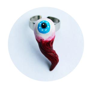 Szem, Figurális gyűrű, Gyűrű, Ékszer, Ékszerkészítés, Gyurma, Vegán emberi szemből készült gyűrű.\n\n(Semmilyen élőlénynek nem esett bántódása a termék elkészítése ..., Meska