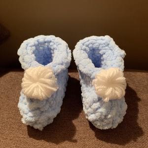 Pufi babacipő, Ruha & Divat, Babaruha & Gyerekruha, Babacipő, Horgolás, Ez az édes kis cipő a fotón 3-6 hónapos babáknak készült, de rendelhető kisebbeknek és nagyobbaknak ..., Meska